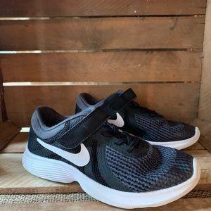 NIKE Revolution 4 Kids Youth Sneakers Black 3 Wide